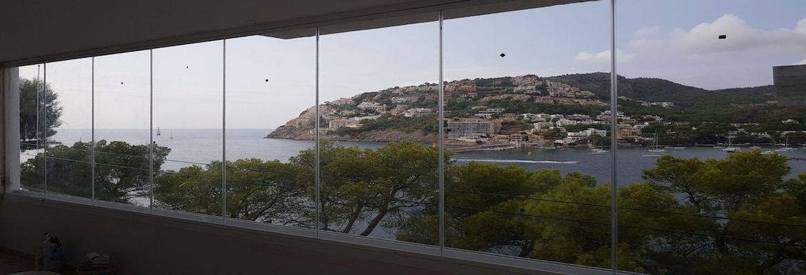 Curtains of glass and glass enclosures in Mallorca.